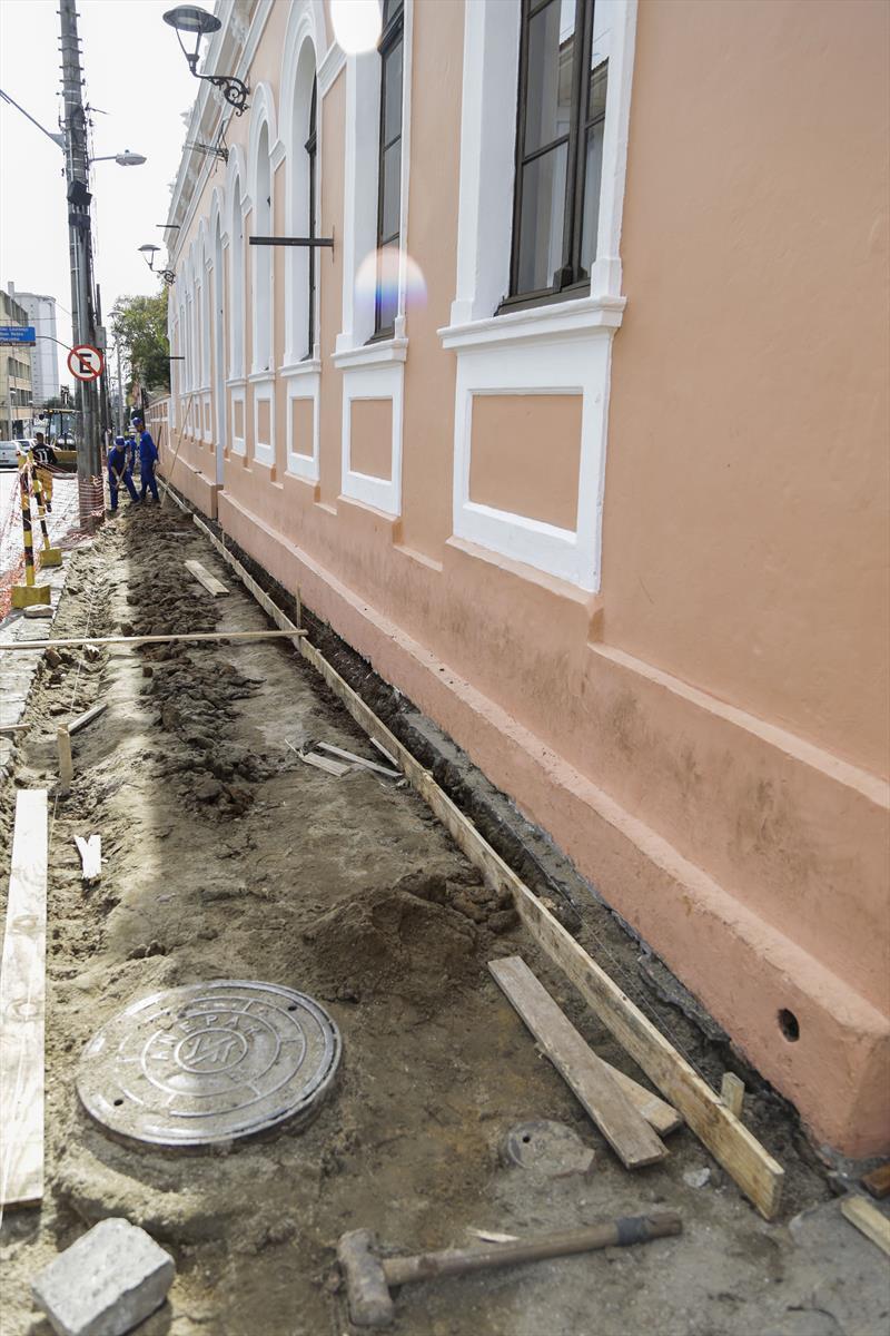 Obras de recuperação das calçadas do Centro Histórico, parte do programa Rosto da Cidade. Curitiba, 03/07/2019. Foto: Pedro Ribas/SMCS