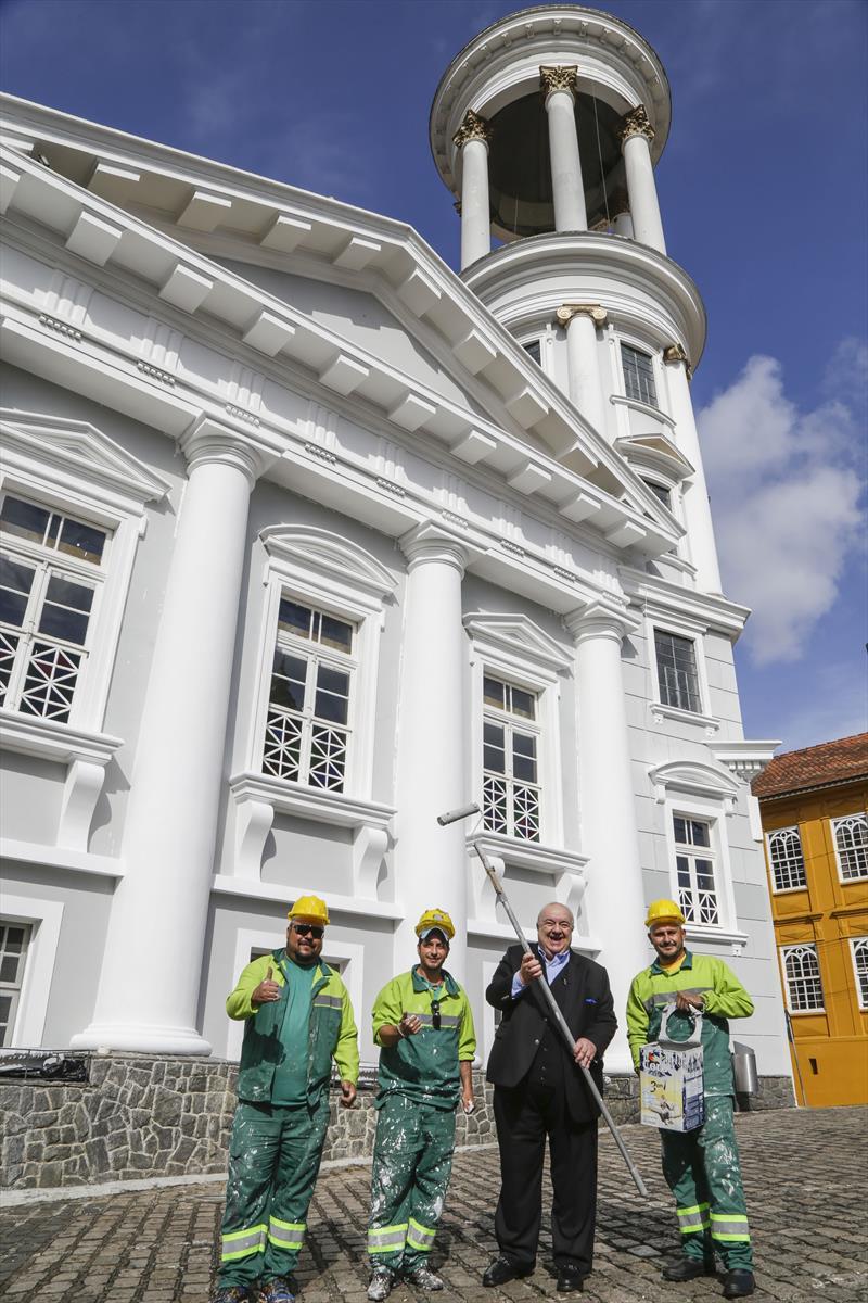 Prefeito Rafael Greca, vistoria a pintura da Igreja Presbiteriana, no Centro Histórico, que faz parte do programa Rosto da Cidade. Curitiba, 03/07/2019. Foto: Pedro Ribas/SMCS
