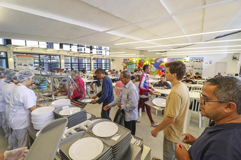 Foi tranquilo o primeiro dia após a readequação do preço da refeição nos cinco Restaurantes Populares de Curitiba. Foto: Daniel Castellano / SMCS