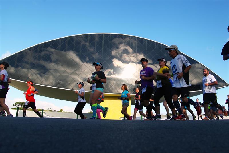 Os kits dos atletas inscritos para a 13ª Corrida de Revezamento entre Parques serão entregues nesta sexta. Foto: Guilherme Dala Barba/SMELJ