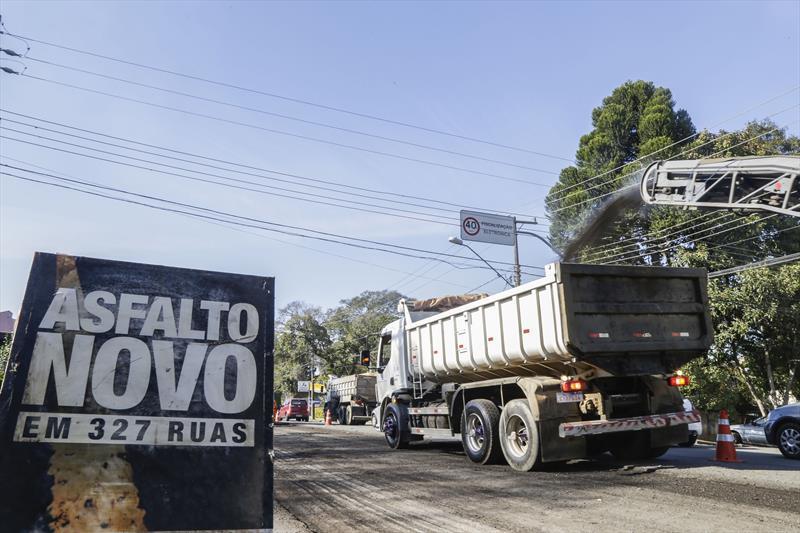 Obras de pavimentação da rua Professor Nilo Brandão, no São Lourenço. Curitiba, 12/07/2019. Foto: Pedro Ribas/SMCS