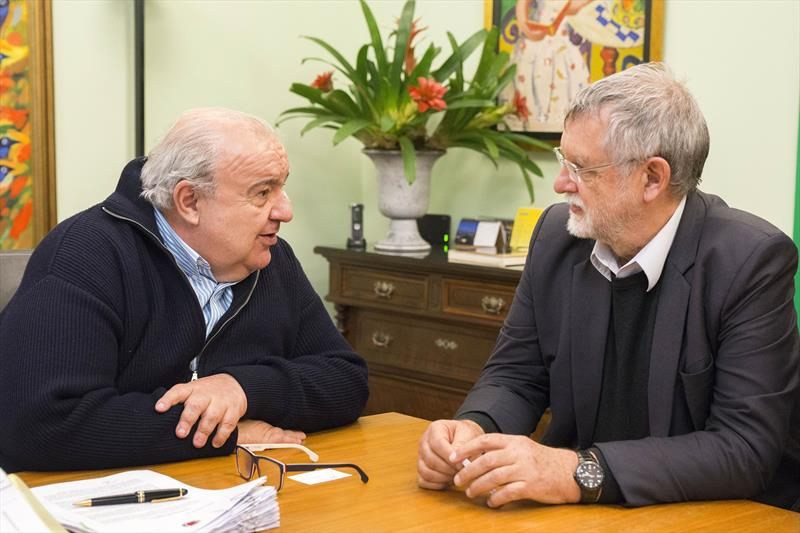 Prefeito Rafael Greca recebe Gunther Nehenpohl, Diretor de Projetos da C40/CFFENG. Curitiba, 12/07/2019. Foto: Valdecir Galor/SMCS