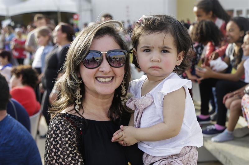Elenice Boniatti com a fiilha Isabela, na terceira edição do Projeto de Interação Jovem 2.0, promovido pela Associação de Proteção à Infância Vovô Vitorino, na Regional Tatuquara. Curitiba, 13/07/2019. Foto: Pedro Ribas/SMCS