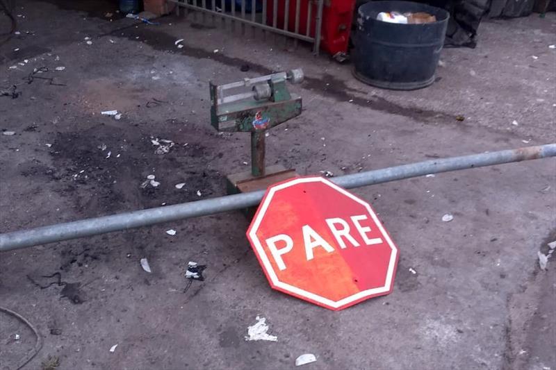 Placas de trânsito comercializadas ilegalmente foram recuperadas. Foto: Divulgação