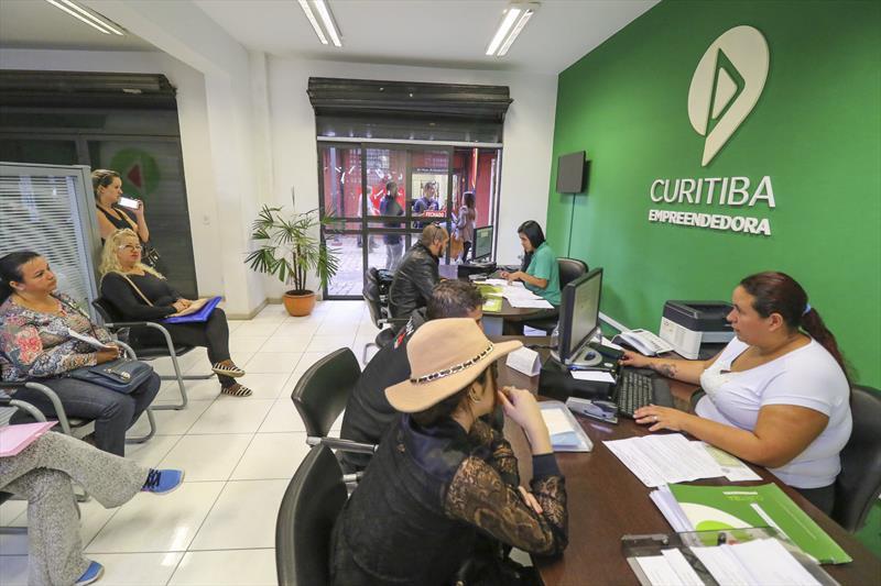 Os nove Espaços Empreendedor da Agência Curitiba atenderam 38 mil pessoas nos primeiros seis meses do ano, 9% mais do que no mesmo período do ano passado.  Foto: Daniel Castellano / SMCS