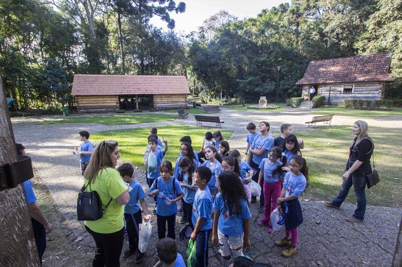 O programa Linhas do Conhecimento, transforma Curitiba em uma imensa sala de aula. Foto: Valdecir Galor/SMCS