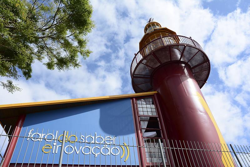 Os Faróis do Saber e Inovação, espaços maker para criação de protótipos, com impressora 3D, deram a Curitiba o prêmio InovaCidade 2019. Foto: Levy Ferreira/SMCS (arquivo)