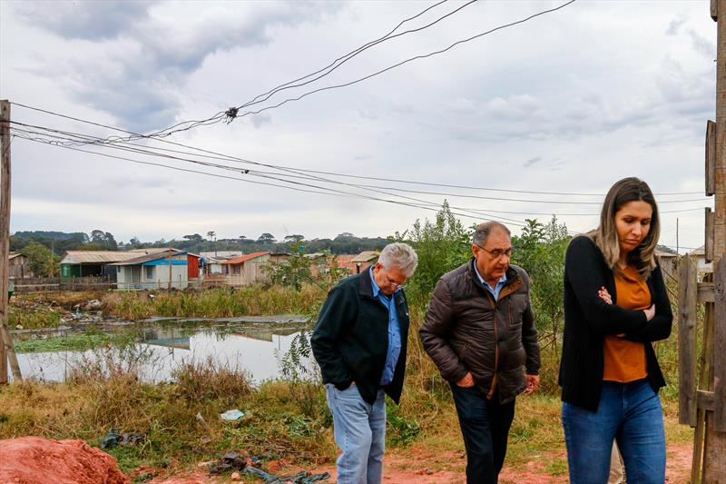 Técnicos da Cohab Curitiba e do Ippuc, acompanharam o Consultor da AFD em uma visita a Vila 29 de Outubro. Curitiba, 30/07/2019. Foto: Rafael Silva