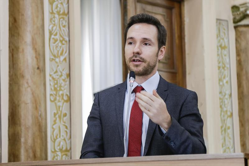 Secretário de Finanças, Vitor Puppi, durante apresentação na Câmara Municipal. Foto: Pedro Ribas/SMCS