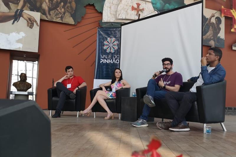 Bruno Lima, Rafaela de Paula, Bruno Falcão e Fillipe Dornelas, na aula inaugural das turmas presenciais do programa Bom Negócio, no Memorial. Foto: Divulgação