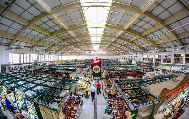 A partir desta quarta-feira o Mercado Municipal abrirá todas às quartas-feiras para happy hour. Foto: Daniel Castellano / SMCS