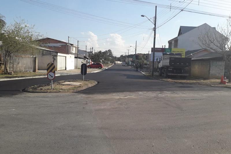 Obras de pavimentação definitiva na Rua Antônio José Bonato, no bairro Ganchinho. Foto: Divulgação