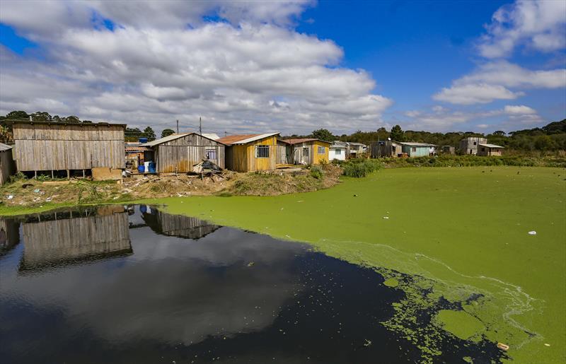 Vista de moradias da Comunidade 29 de Outubro no bairro da Caximba. - Curitiba, 26/08/2019 - Foto: Daniel Castellano / SMCS