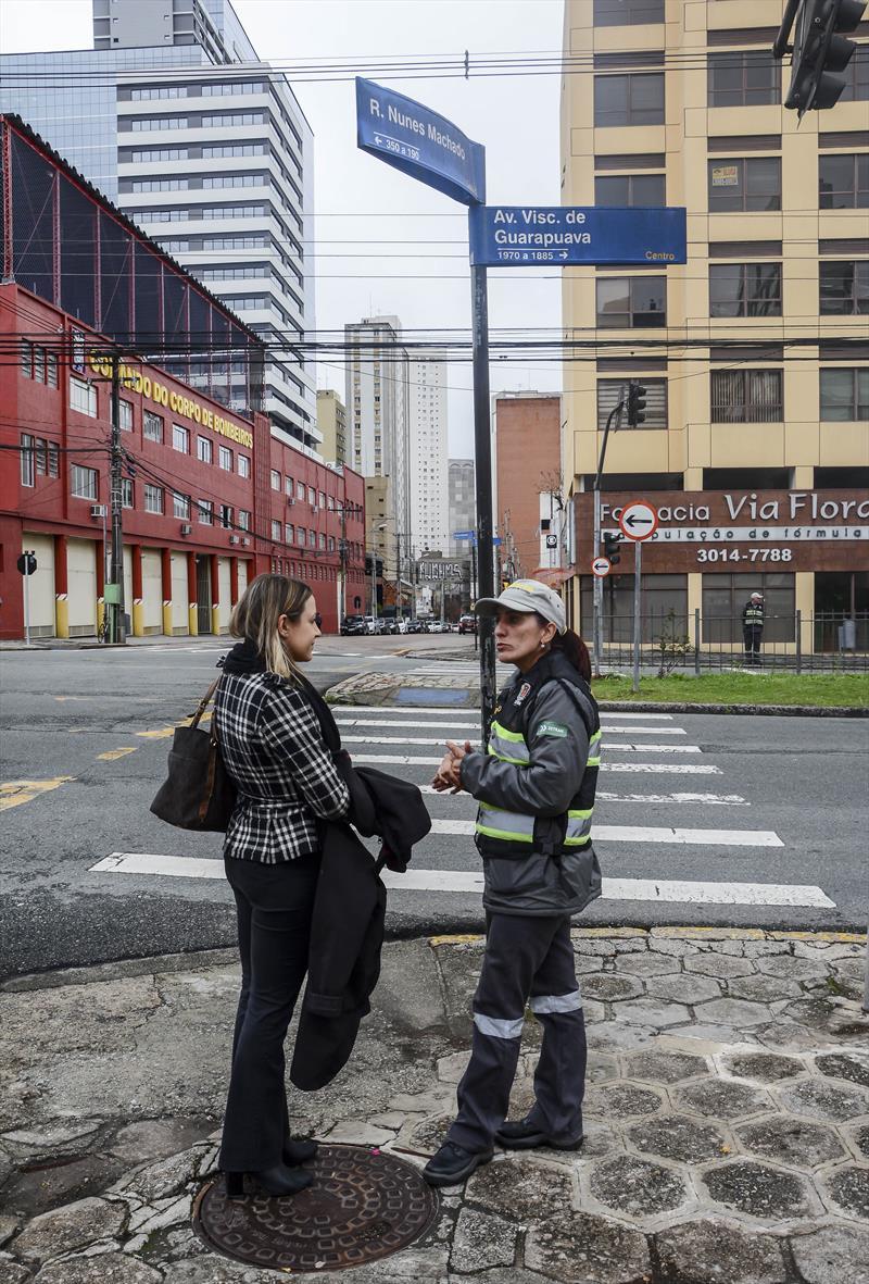 Agentes de trânsito e guardas municipais começam ação de respeito à faixa de pedestres, na região central. Curitiba, 02/09/2019. Foto: Levy Ferreira/SMCS
