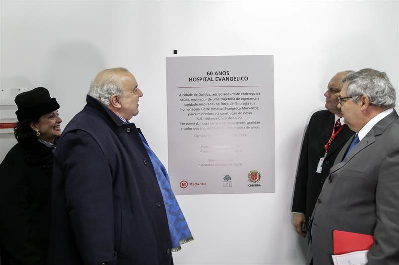 Prefeito Rafael Greca acompanhado pela primeira-dama Margarita Sansone, inaugura a nova unidade de pronto socorro do Hospital Universitário Evangélico Mackenzie. Curitiba, 05/09/2019. Foto: Pedro Ribas/SMCS