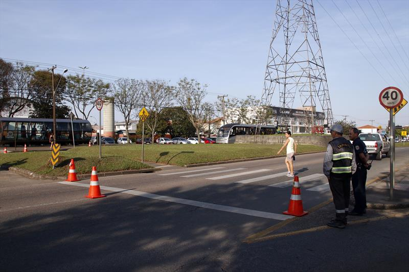 Ação do Setran de orientação aos pedestres de travessia de faixa no tatuquara. Curitiba, 10/09/2019. Foto: Lucilia Guimarães/SMCS