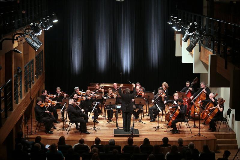 A Orquestra de Câmara da Cidade de Curitiba se apresenta no terreiro de umbanda Pai Maneco. Foto: Cido Marques/FCC