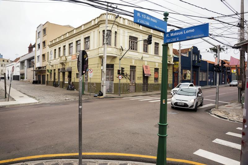 Cruzamento da Rua Mateus Leme com Rua 13 de Maio terá elevação do nível da rua para o mesmo do calçamento. Curitiba, 13/09/2019 Foto: Valdecir Galor/SMCS