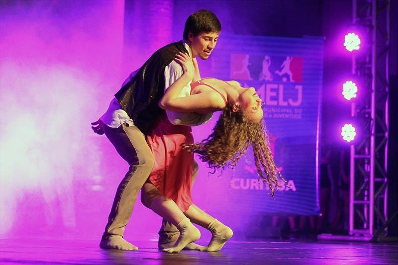 Os movimentos compassados com a música, coreografias e os passos ensaiados vão alegrar os palcos da cidade na 36ª edição do Festival Dança Curitiba. Foto: Divulgação
