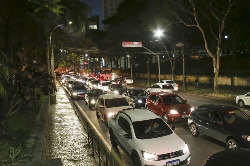 Nova iluminação na rua Luis Leão. Curitiba,11/09/2019. Foto: Luiz Costa /SMCS.