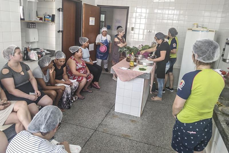 CMEI ensina alimentação saudável para as mães da comunidade. Foto: Divulgação