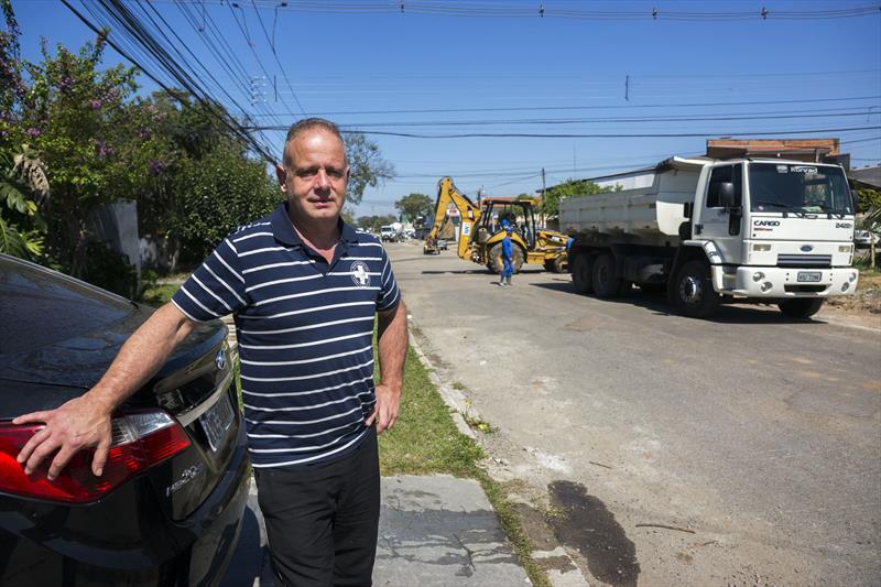 Final das obras de drenagem da Rua Tito Teixeira de Castro, Boqueirão.    - Na imagem, João Carlos Calabrese. Curitiba, 27/09/2019. Foto: Valdecir Galor/SMCS