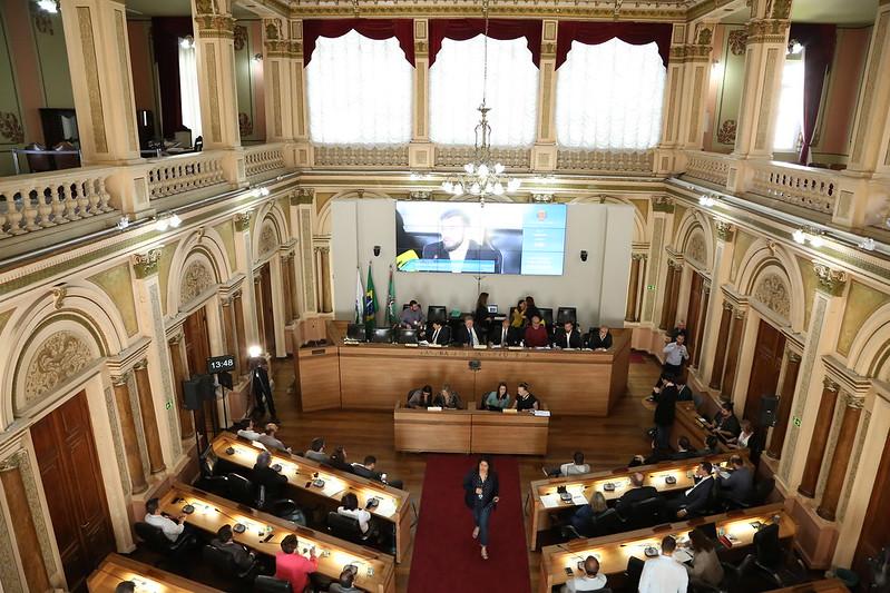 Vereadores recebem esclarecimentos sobre a Linha Verde. Foto: Carlos Costa/CMC