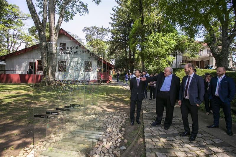 Encontro entre o prefeito Rafael Greca e o embaixador finlandês, Jouko Leinonen, nesta quinta-feira (3/10), no Instituto de Pesquisa e Planejamento Urbano de Curitiba (Ippuc) - Curitiba, 03/10/2019 - Foto: Daniel Castellano / SMCS