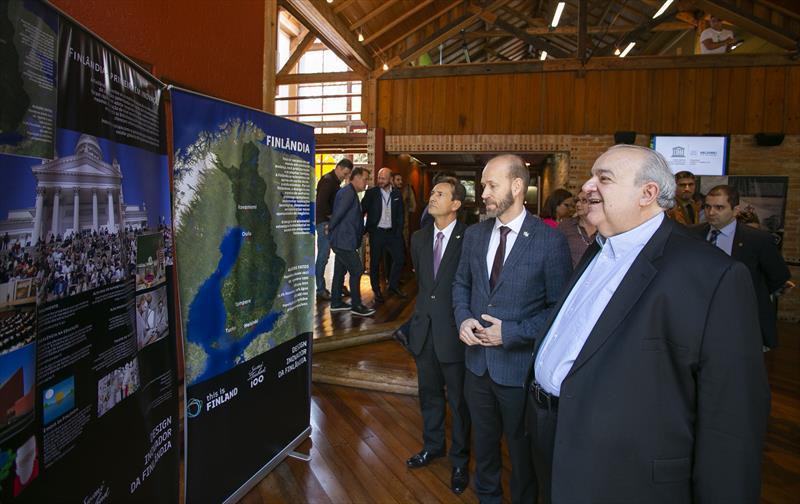 Encontro entre o prefeito Rafael Greca e o embaixador finlandês, Jouko Leinonen, nesta quinta-feira (3/10), no Instituto de Pesquisa e Planejamento Urbano de Curitiba (Ippuc) - Curitiba, 01/10/2019 - Foto: Daniel Castellano / SMCS