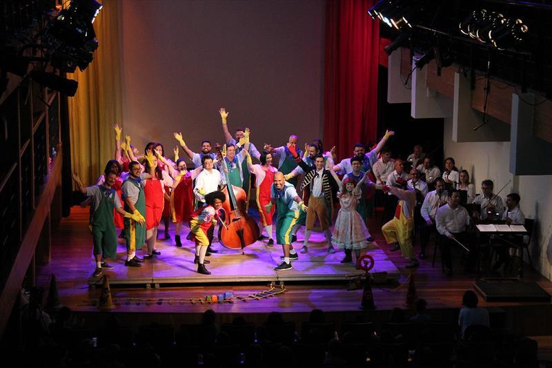 Na semana das crianças Villa-Lobos une dança e teatro ao som da Camerata Antiqua. Foto: Alice Rodrigues