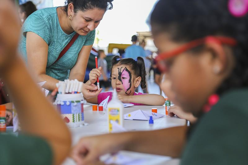 Atividades do projeto Curitiba Brinca, promovido pela SMELJ para comemorar a semana da criança. Na imagem Crianças de escolas municipais brincam na Rua da Cidadania Boa Vista - Curitiba, 09/10/2019 - Foto: Daniel Castellano / SMCS