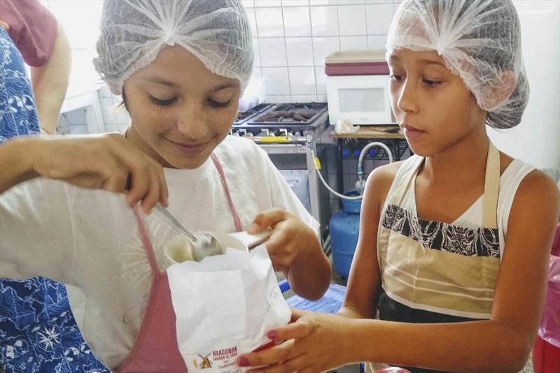 Estudantes realizam projeto empreendedorismo em feira. Foto: Divulgação