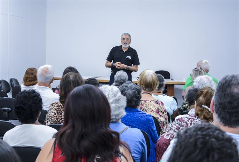 José Augusto Soavinski faz palestra sobre Dependência Química no auditório do ICS para servidores.  Curitiba, 10/10/2019. Foto: Levy Ferreira/SMCS