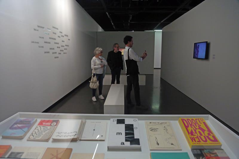 Bienal no MUMA Poesia Visual na sala Domício Pedroso - Foto de Cido Marques