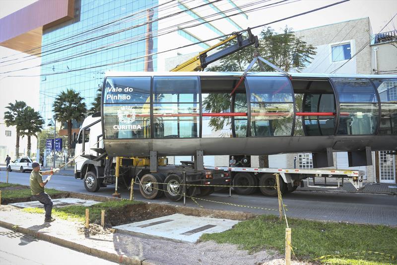 Prefeito Rafael Greca acompanha a instalação da estação Tubo Vale do Pinhão na Av. Iguaçu. Curitiba,11/10/2019. Foto: Luiz Costa /SMCS