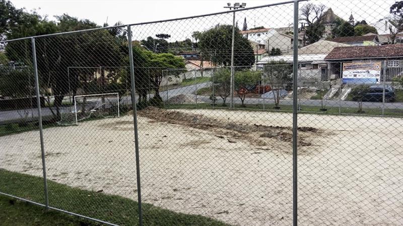 Obra de drenagem garante o futebol da meninada no conjunto Solar, no Tingui.  - Na imagem, o depois da obra de drenagem. Foto: Divulgação