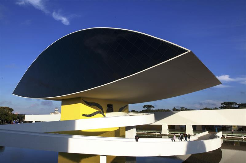 Cartão transporte dará direito da meia entrada no Museu Oscar Niemeyer. Foto:Cesar Brustolin/SMCS
