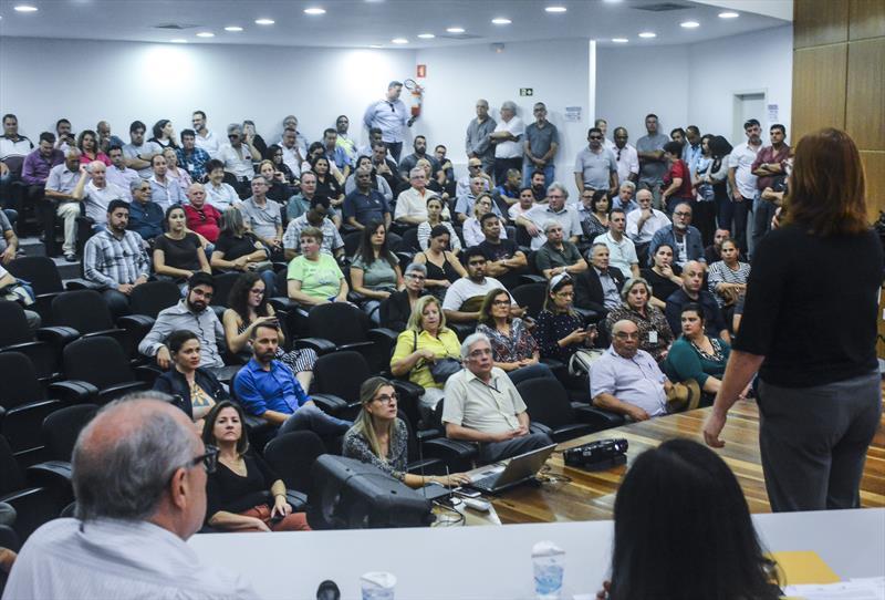 A primeira consulta pública do Projeto Inter 2, de inovação do transporte público da cidade, reuniu 176 pessoas no auditório da Rua da Cidadania do Cajuru. Curitiba, 25/10/2019.  Foto: Levy Ferreira/SMCS