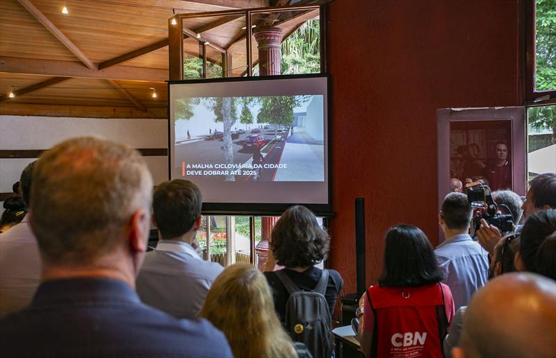 Evento no Instituto de Pesquisa e Planejamento Urbano de Curitiba (Ippuc) para apresentar o Plano de Estrutura Cicloviária, que estabelece metas para dobrar a malha de vias para bicicletas na cidade até 2025 - Curitiba, 01/11/2019 - Foto: Daniel Castellano / SMCS