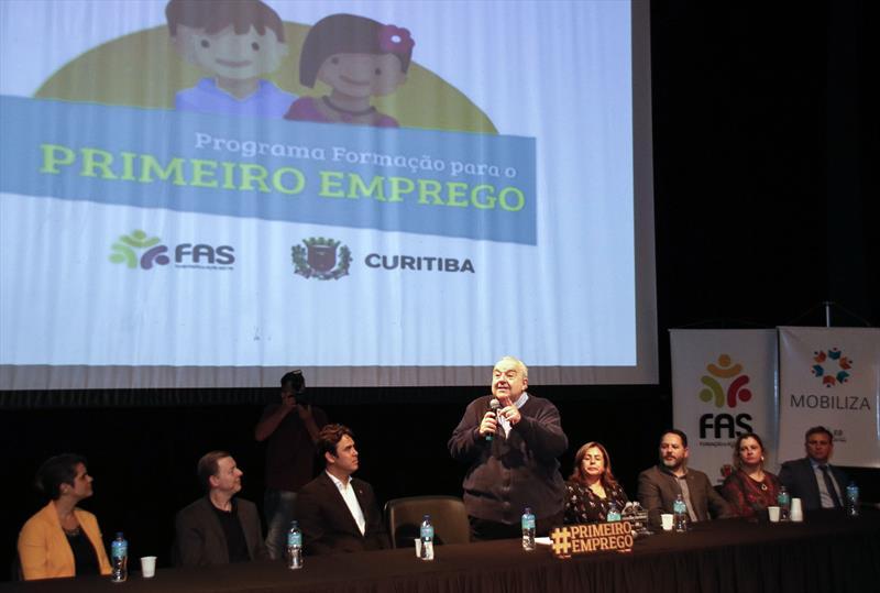 Prefeito Rafael Greca participa da Formatura dos Alunos do Programa de Formação para o Primeiro Emprego. Curitiba, 08/11/2019. Foto: Lucilia Guimarães/SMCS