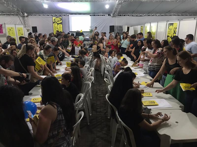 Crianças e adolescentes foram os protagonistas da Bienal de Quadrinhos de Curitiba, que este ano está acontecendo em Pato Branco. Foto: Fúlvio Pacheco