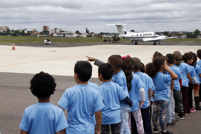 Curitibinhas se divertem em visita ao Aeroporto Bacacheri. Curitiba, 13/11/2019. Foto: Lucilia Guimarães/SMCS