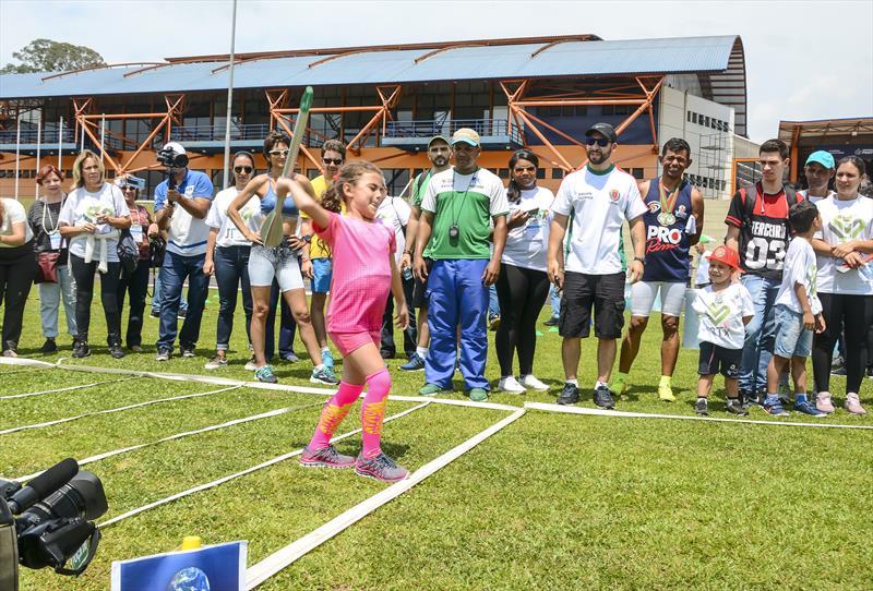 Jogos brasileiros para Transplantados atletismo na Universidade Positivo Campo Comprido. Na imagem, a menina Laura Franco. Curitiba, 22/11/2019. Foto: Levy Ferreira/SMCS