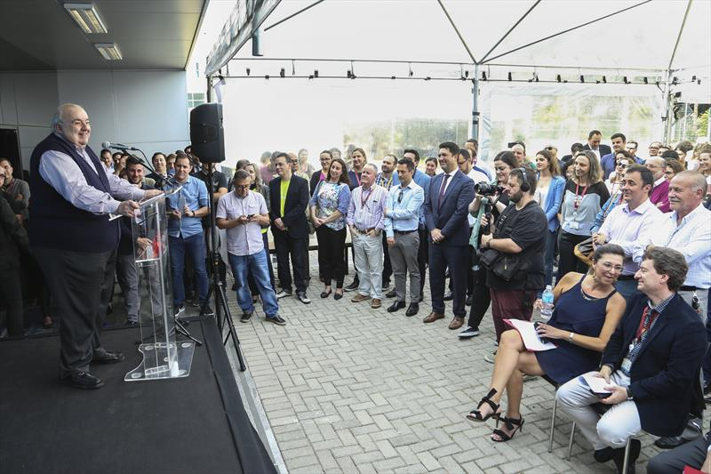 O prefeito Rafael Greca inaugura o novo espaço de inovação Hotmilk na PUCPR Curitiba,26/11/2019. Foto: Luiz Costa /SMCS.