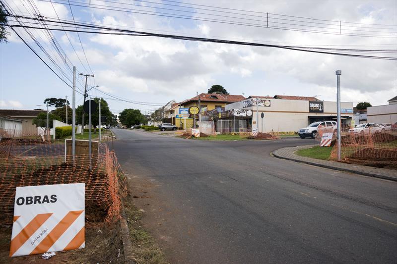 Implantação de novo conjunto de semáforos no cruzamento da Rua Paulo Setúbal com Rua Hipólito da Costa. Curitiba, 21/11/2019. Foto: Valdecir Galor/SMCS