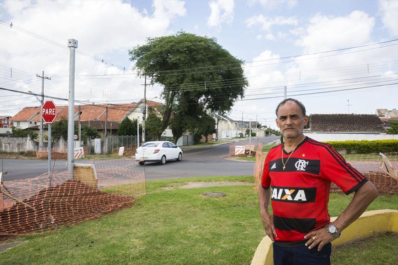 Implantação de novo conjunto de semáforos no cruzamento da Rua Paulo Setúbal com Rua Hipólito da Costa. Na imagem, Jorge Borelli. Curitiba, 21/11/2019. Foto: Valdecir Galor/SMCS