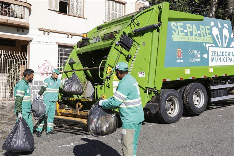 Pelo terceiro ano consecutivo, o valor da taxa de coleta de lixo de Curitiba não será reajustado. Foto: Luiz Costa/SMCS