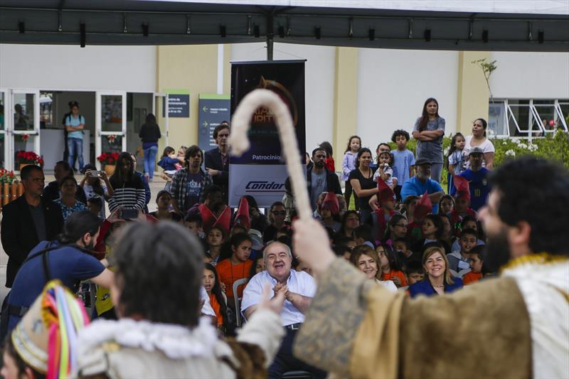 Prefeito Rafael Greca participa da apresentação do auto O Sentido do Natal, na Rua da Cidadania do Tatuquara. Curitiba, 03/12/2019. Foto: Pedro Ribas/SMCS