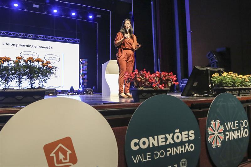 A organização Women on Board (WOB) lançou, na noite de quarta-feira (4/12), o selo WOB, que defende o aumento do número de mulheres em conselhos de administração das empresas. O lançamento foi durante o evento Conexões Vale do Pinhão, promovido pela Agência Curitiba de Desenvolvimento e o ecossistema de inovação da capital, no Teatro Guaíra. Na imagem Cátia Tokoro - Curitiba, 04/12/2019 - Foto: Divulgação