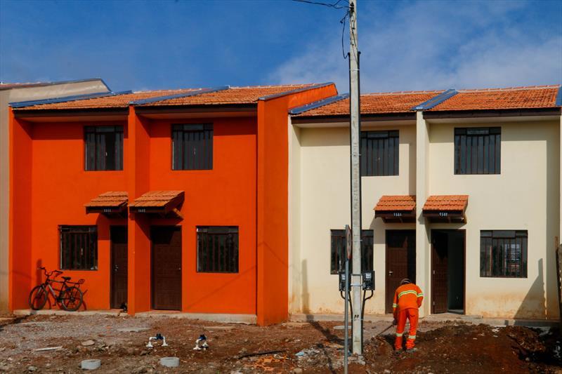 Famílias que vivem nas margens do rio Atuba, no Cajuru, recebe novas casa no Moradias Acrópole. Foto: Rafael Silva